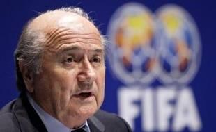 Le président de la Fédération internationale de football (Fifa), Joseph Blatter, a balayé lundi l'hypothèse d'une ouverture du tournoi de football des jeux Olympiques à tous les joueurs et a laissé entendre qu'à terme seuls des juniors participeront aux JO.
