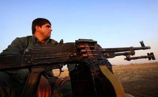 Un combattant peshmerga kurde sur la ligne de front dans le nord de l'Irak, le 5 octobre 2014
