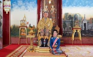 Le roi de Thaïlande, Maha X, et son ex-concubine, Sineenat, lors de son intronisation en juillet dernier