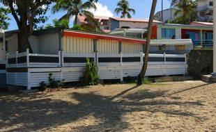 A partir du vendredi 30 juillet 2021, les bars, restaurants et commerces de Guadeloupe devront avoir fermé leurs portes dès 21 heures en raison d'un nouveau couvre-feu