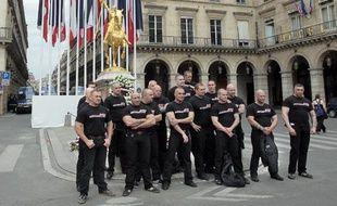 Des membres des Jeunesses nationalistes révolutionnaires, le 8 mai 2011 à Paris.
