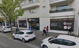 L'incident s'est produit ce mardi après-midi vers 14h30 dans le supermarché U Express de la rue Saint-Hélier à Rennes.