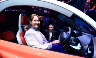 La ministre de l'Environnement Ségolène Royal au Mondial de l'automobile, le 1er octobre 2016.