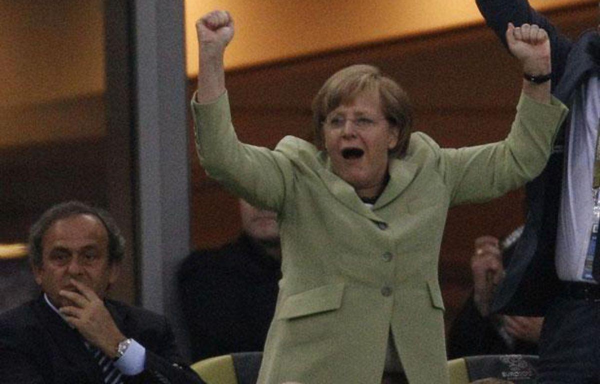 La chancelière allemande Angela Merkel, au côté de Michel Platini, lors du match Allemagne - Grèce le 22 juin 2012 à l'Euro à Gdansk. – P.Andrews/REUTERS