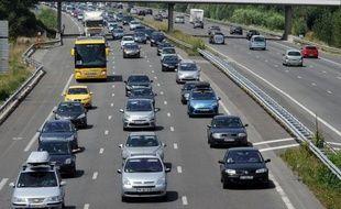La circulation était dense samedi sur les routes de France, en cette journée classée orange dans le sens des retours pour le dernier week-end des vacances, selon le Centre national d'informations routières (Cnir) qui comptabilisait environ 330 km de bouchons.