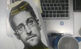 """""""Mémoires vives"""" est le premier livre autobiographique d'Edward Snowden."""