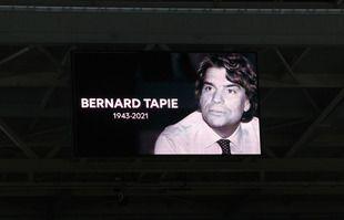 Hommage à Bernard Tapie ex-president de l'Olympique de Marseille lors du match entre Lille et Marseille qui s'est tenu au stade Pierre Mauroy ,à Villeneuve d'Ascq, le 3 octobre 2021.