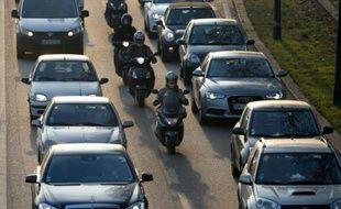 Un embouteillage sur le périphérique à Paris le 12 décembre 2013