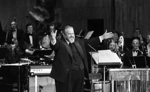 Le cinéaste américain Orson Welles préside la cérémonie des Césars à la salle Pleyel, le 27 février 1982, à Paris.
