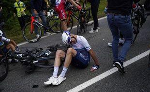 Le Britannique Chris Froome juste après sa chute sur le Tour de France le 26 juin 2021.