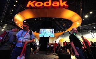 Le groupe américain Eastman Kodak se rapproche d'une sortie de faillite avec l'annonce lundi d'un accord avec son plus gros créancier, le fonds de pension britannique KPP, passant par la cession à ce dernier de certaines de ses activités d'imagerie, et d'un retour aux bénéfices.