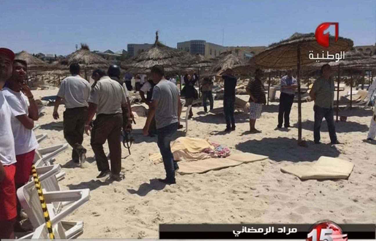 Attentats de Paris: ce qu'il faut savoir, ce qu'il ne faut pas oublier, ce dont il faut se méfier! 2048x1536-fit_capture-ecran-chaine-tunisia-tv1-montrant-plage-tunisienne-touchee-attaque-terroriste-26-juin-2015