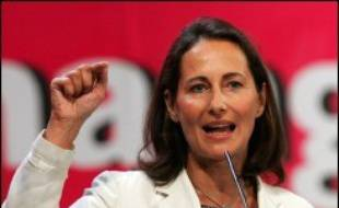 """Un """"moment démocratique original"""": c'est ainsi que Ségolène Royal a défini le grand oral des présidentiables PS qu'elle a ouvert samedi matin à Lens, suivie de l'ex-Premier ministre Lionel Jospin, puis de Jack Lang et de Dominique Strauss-Kahn."""
