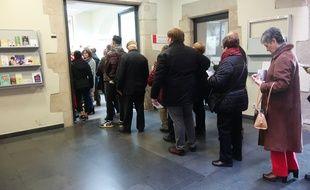 File d'attente dans les bureaux de vote de Catalogne