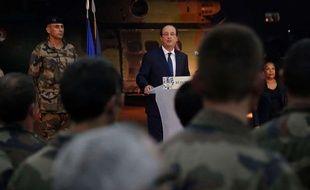 François Hollande s'est rendu le 10 décembre àBangui (Centrafrique) pour rendre hommage aux deux soldats français tués la veille.