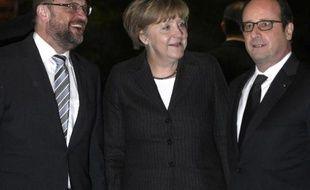 La Chancelière allemande Angela Merkel, le président français François Hollande (d) et le président du Parlement européen Martin Schulz, lors d'un dîner à Strasbourg, le 30 janvier 2015