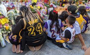 Hommage à Kobe Bryant devant le Staples Center le 28 janvier 2020.
