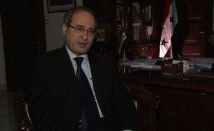 """Le régime syrien ne cèdera pas face aux menaces de frappe occidentale même si elle devait dégénérer en """"troisième guerre mondiale"""", et compte sur ses alliés comme la Russie et l'Iran face à l'axe franco-américain, a affirmé le vice-ministre syrien des Affaires étrangères dans une interview exclusive à l'AFP."""