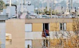 Des antennes sur un toit aixois.