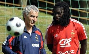Le dernier match de préparation de l'équipe de France, mardi contre la Colombie au Stade de France, servira aux derniers contrôles techniques avant de partir en Suisse, le lendemain, dans l'ombre du psychodrame qui se noue autour de Patrick Vieira, incertain pour l'Euro-2008.