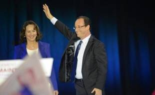 L'un entre à l'Elysée, l'autre pas : François Hollande a réussi dimanche là où avait échoué cinq ans avant Ségolène Royal, son ex-compagne, mère de ses quatre enfants, une aventure de couple politique sans précédent.