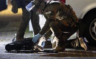 Un policier sur le lieu d'une fusillade à Hanau (banlieue de Francfort), le 20 février 2020.