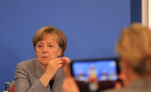 Angéla Merkel, les yeux dans le vide, ce samedi 25 novembre, à la 33e convention de son parti du CDU.