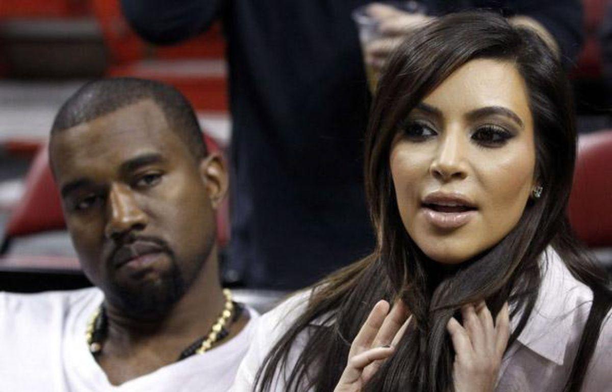 Kim Kardashian et Kanye West avant un match de basket à Miami, le 6 décembre 2012. – Alan Diaz/AP/SIPA