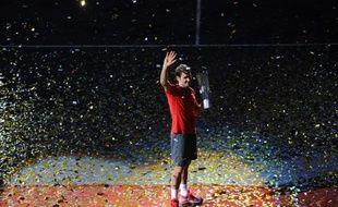 Le Suisse Roger Federer lors de son discours d'après match après avoir battu Gilles Simon à Shanghai, le 12 octobre 2014.
