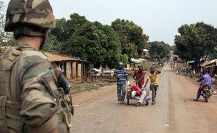 A Yaloke, près de Bangui (Centrafrique) le 9 février 2014 , quelque 500 musulmans restent près de la mosquée sous la protection de la force française Sangaris.
