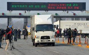 La Corée du Nord a annoncé lundi qu'elle allait retirer les 53.000 employés nord-coréens qui travaillent sur le complexe industriel intercoréen de Kaesong, sur son territoire, et le fermer temporairement.