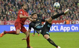 Olivier Giroud a réussi un superbe enchaînement pour marquer contre le Bayern Munich le 4 novembre 2015.