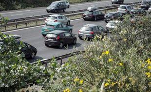 L'autoroute A6 était coupée dans la nuit de lundi à mardi dans le sens Lyon-Paris à hauteur en Saône-et-Loire après un accident mortel, tandis qu'une autre coupure partielle avait lieu en Côte-d'Or dans le sens Paris-Lyon après un autre accident, a-t-on appris auprès des pompiers et de Bison futé.