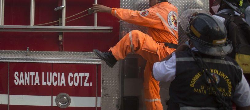Un premier bilan des pompiers faisait état de 30 morts avant d'être réévalué à 18 morts (illustration).