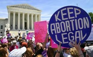 Des manifestants défendent le droit à l'avortement, le 21 mai à Washington, aux Etats-Unis.