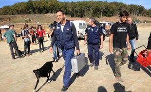 Arrivée d'enquêteurs et d'experts de la gendarmerie le 27 octobre 2014 sur le site de Sivens dans le Tarn