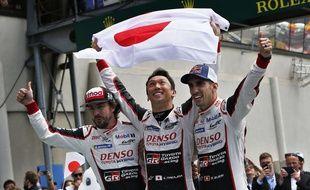 Les vainqueurs de l'édition 2018 des 24 Heures du Mans, l'équipe Toyota Gazoo Racing (Fernando Alonso, Kazuki Nakajima, Sébastien Buemi).