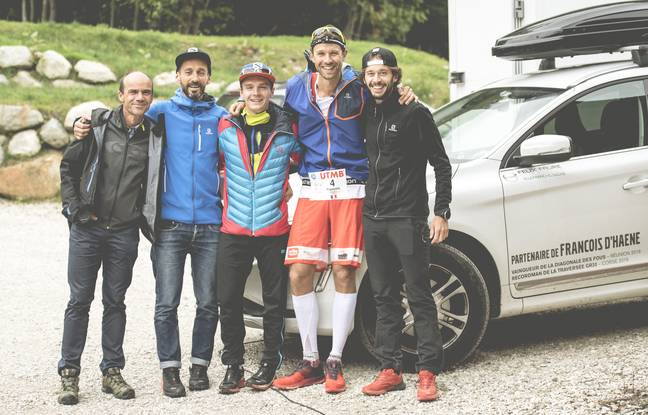 Une partie de l'équipe Salomon réunie autour de François D'Haene avant le départ de l'UTMB 2017, avec ici Félix Dejey, Jean-Michel Faure-Vincent, Gédéon Pochat et Thibaut Baronian.