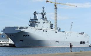 Le navire classe Mistral Vladivostok photographié en mai 2014 dans le chantier naval de Saint-Nazaire (Loire-Atlantique).
