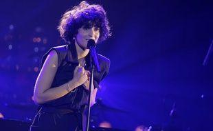 La chanteuse Barbara Pravi, sur la scène de l'Olympia à Paris, le 6 octobre 2020 à l'occasion du Pyschodon, un concert caritatif.