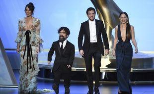 Lena Headey, Peter Dinklage, Kit Harington et Emilia Clarke, de «Game of Thrones», meilleure série dramatique aux Emmy Awards le 22 septembre 2019.