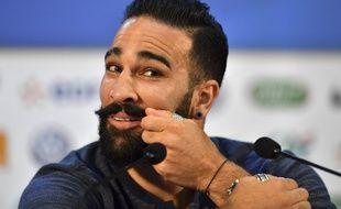 La moustache d'Adil Rami, nouvel objet de superstition des Bleus, 20 ans après le crâne de Barthez.