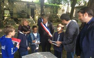 Des élèves de l'école élémentaire Arago (XXe arrondissement) testent l'application.