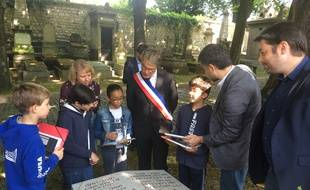 Des élèves de l'école élémentaire Arago (XXe arrondissement) testent l'application