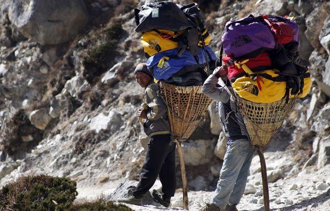 Les sherpas sont très habiles pour marcher en montagne car leur métabolisme s'est adapté au manque d'oxygène