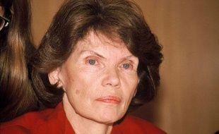 Danielle Mitterrand reçoit le prix de la Fondation Elie Wiesel, le 30 mars 1989, à New York.