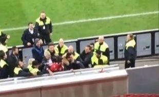 Emir Spahic agresse un stadier en Allemagne.