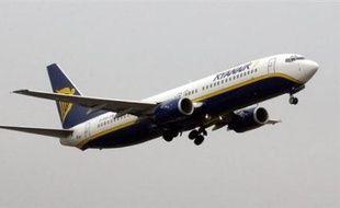 Un Boeing 737 de la compagnie Ryanair en provenance de Charleroi (Belgique) est sorti de la piste lors de son atterrissage sur l'aéroport de Limoges vendredi après-midi, entraînant l'évacuation par toboggan des 186 passagers et membres d'équipage, a-t-on appris auprès de la préfecture.