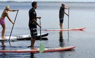 Plus accessible que le surf, le stand up paddle (SUP) a envahi cet été tous les plans d'eau, de l'océan aux rivières en passant par les lacs.
