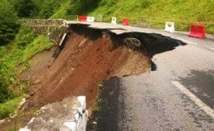 La D928 s'est effondrée entre Gourette et Laruns.